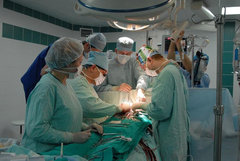 Трехкомпонентную операцию насердце первыми вмире провели новосибирские хирурги
