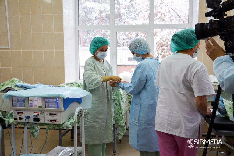 «Литровую» опухоль удалили пациентке новосибирские мед. персонал
