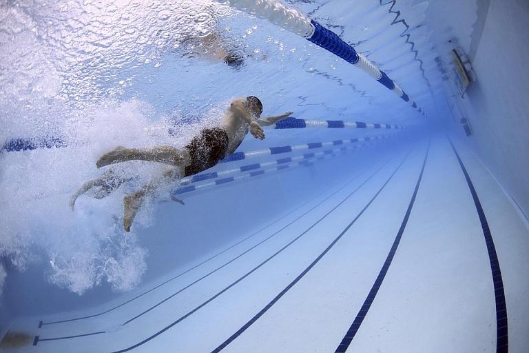 К министру здравоохранения РФ обратились с предложением включить выдачу справок в бассейн в услуги ОМС